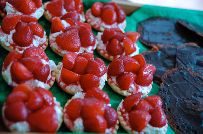 Strawberry_tarts_and_florentines