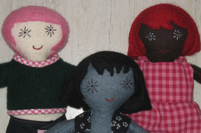 Close_up_three_dolls