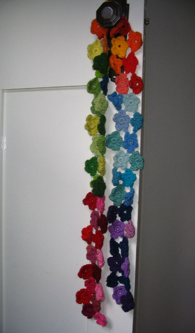 Flower_scarf_door