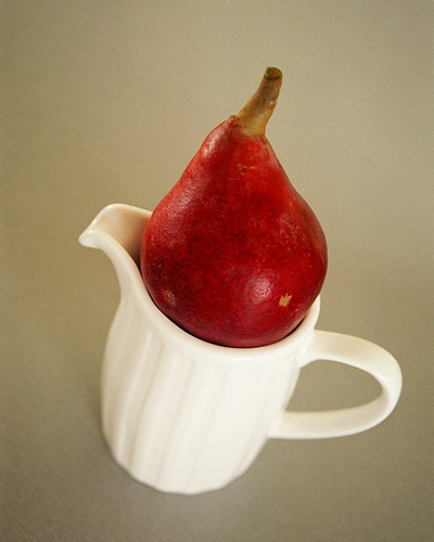 One_red_pear_1