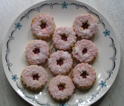 Raspberry_coconut_rings_1
